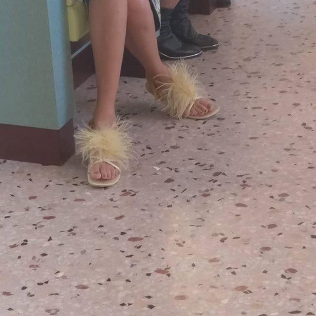 #scarpe e #vestiti #brutti Avvistati al #barluce a #Milano