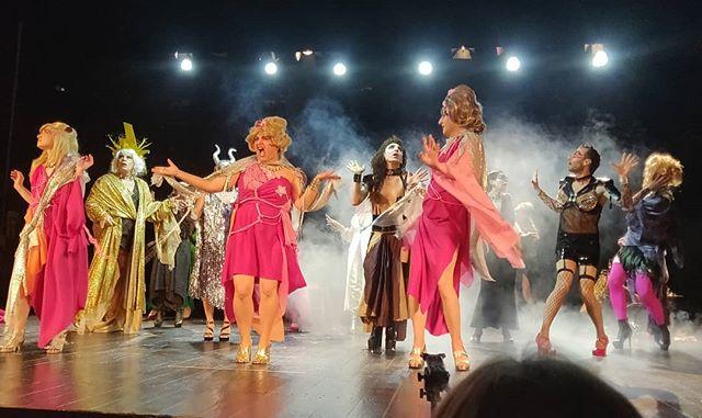 Spettacolo di fine corso avanzato delle @ninasdragqueens.#ninettes siete state meravigliose, spettacolo bello, recitazione fantastica, regia superba... Che dire di più se non che siete fantastiche?#ninas #drag #queen #queens #dragqueen #dragqueens #dragqueenshow #sorelle #sisters #sorellanza