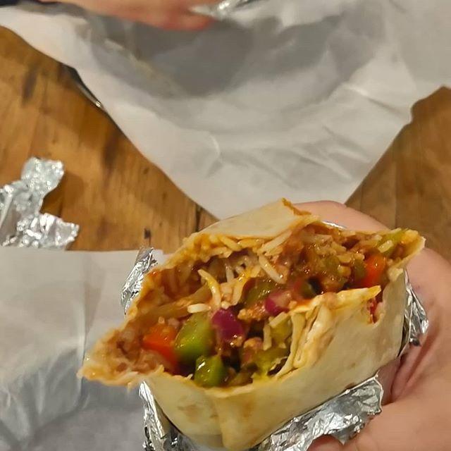 #mangiare #sano #burrito con #chili #con #carne  lievemente #piccante.#spicy