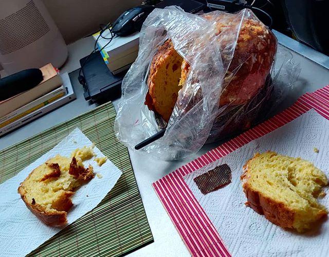 Chi fa #colazione con la #veneziana dello @ziolelepizza il primo dell'anno fa colazione con la veneziana di #zio Lele tutto l'#anno#2020 #pornfood #breakfast #panettone #panettoneartigianale # #