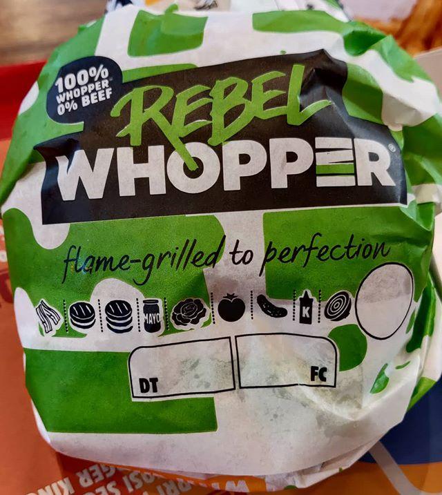 a me è piaciuto!#rebelwopper #burger #king #burgerking #vegan Però che nelle notifiche del panino sia presence la provokes di automate la pancetta mi è parso strano # 🤣 # 🤣🤣 #🤣🤣🤣 #