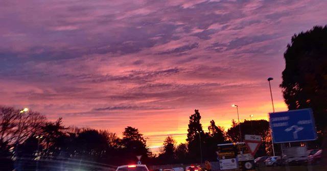Hey, hai visto l'alba stamattina?#Alba #pendolare #Saronno #colors #color #colori #magnumpi