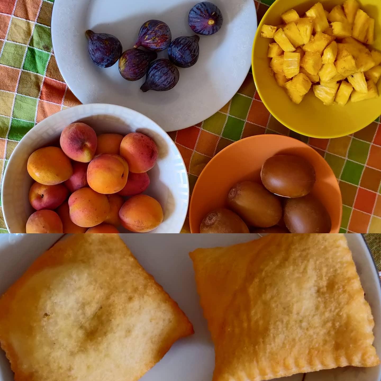 In alto la colazione di @allibis4 In basso la mia#trovaledifferenze #cibo #food #gnoccofritto vs #frutta #modenese  #inside